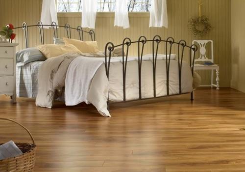 gạch lát nền vân gỗ 15x80 nâu vàng cho phòng ngủ