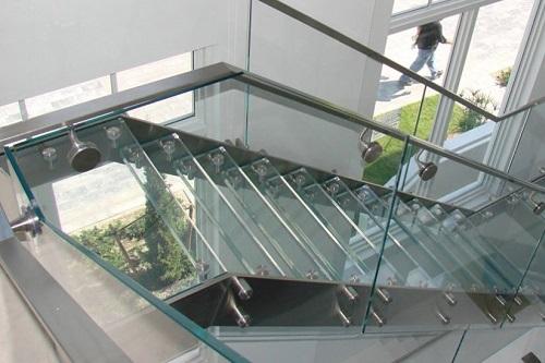 cầu thang nhà ống 2 tầng 8